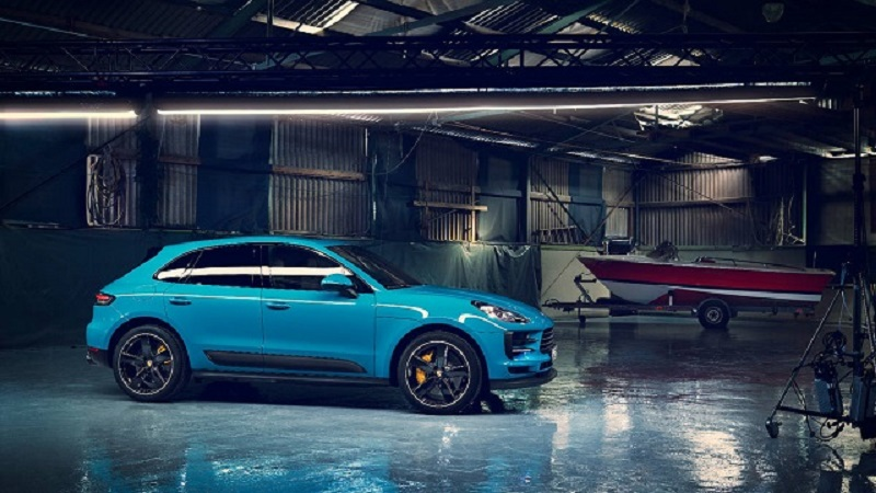 Porsche Macan Gts on Lincoln Suv